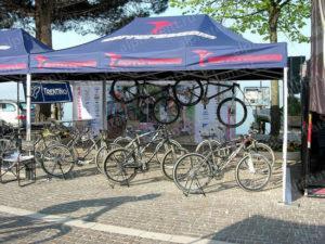 Торговые шатры с велосипедами