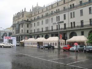 Торговые шатры на площади Москвы
